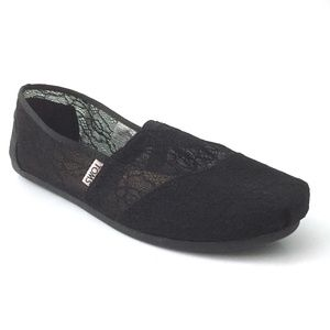 Toms Black Lace Slip-On Flats #381114